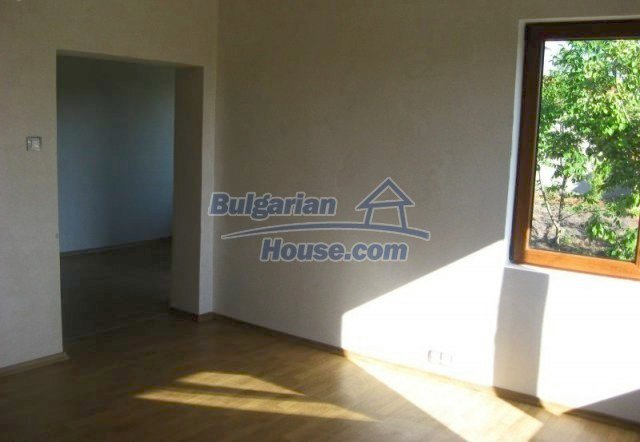 12004:3 - Advantageous renovated house with beautiful garden - Chirpan
