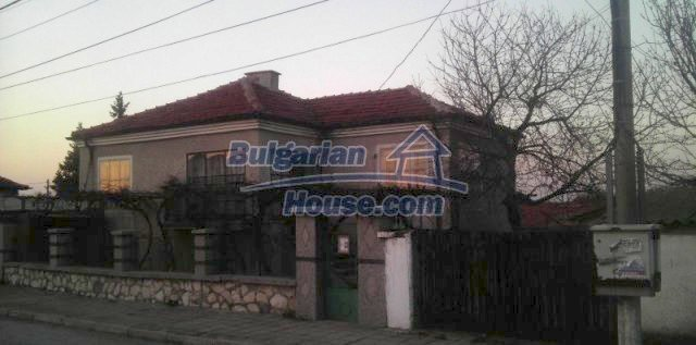 12021:1 - Attractively disposed house 2 km away from Plovdiv