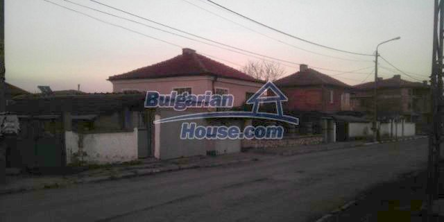 12021:3 - Attractively disposed house 2 km away from Plovdiv