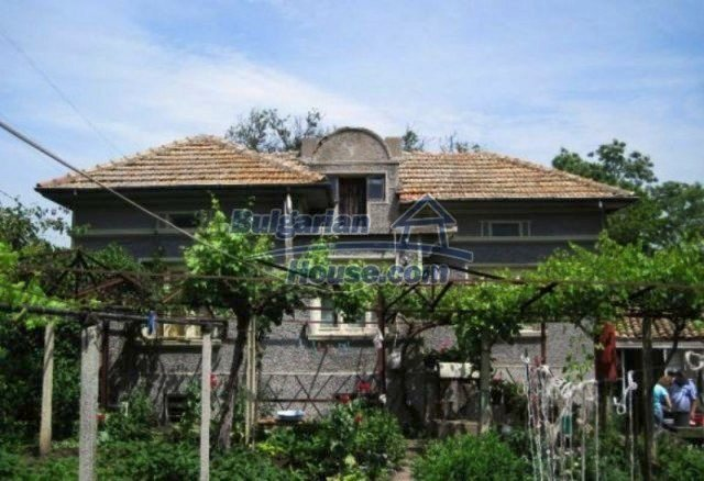 12044:1 - Cheap rural house with large garden near Targovishte