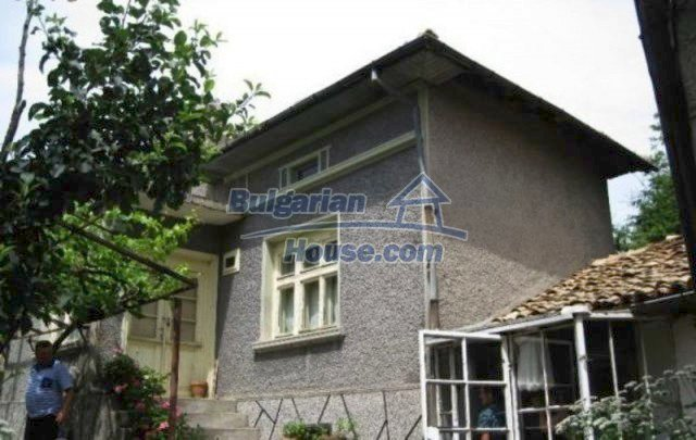 12044:2 - Cheap rural house with large garden near Targovishte