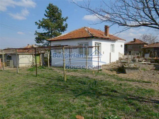 12053:1 - Lovely sunny house with big garden at low price - Elhovo