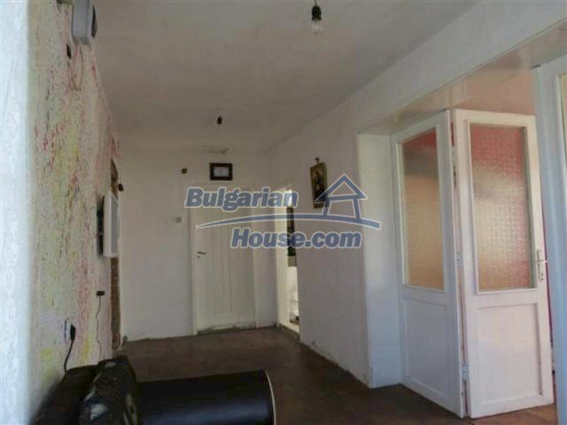 12053:10 - Lovely sunny house with big garden at low price - Elhovo