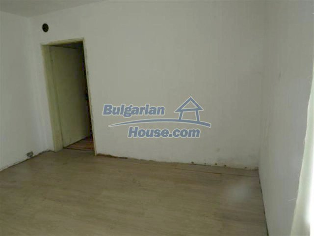 12053:15 - Lovely sunny house with big garden at low price - Elhovo
