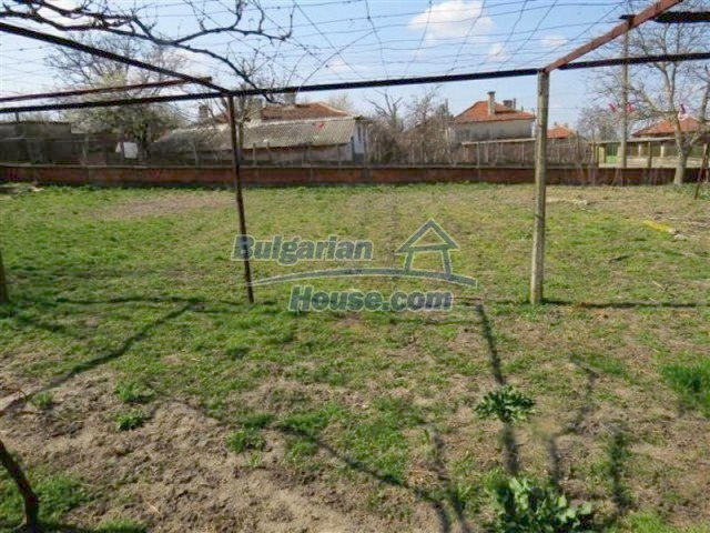12053:18 - Lovely sunny house with big garden at low price - Elhovo