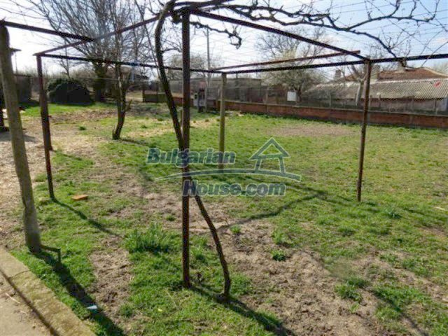 12053:19 - Lovely sunny house with big garden at low price - Elhovo