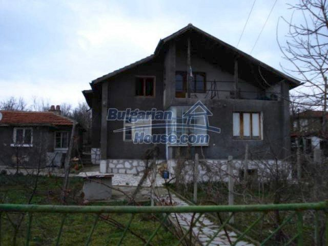 12080:1 - Big advantageous house with lovely garden near Elhovo