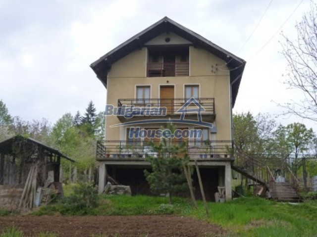 12090:1 - Large three-storey house 3 km away from Vratsa – nice views