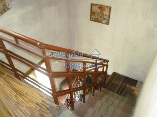 12090:21 - Large three-storey house 3 km away from Vratsa – nice views