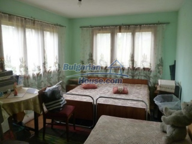 12090:22 - Large three-storey house 3 km away from Vratsa – nice views