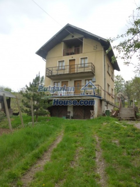 12090:32 - Large three-storey house 3 km away from Vratsa – nice views