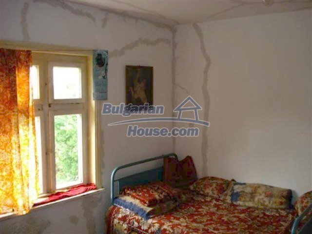 12092:8 - Very cheap and nice rural property with a huge garden - Elhovo
