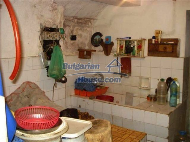 12092:11 - Very cheap and nice rural property with a huge garden - Elhovo