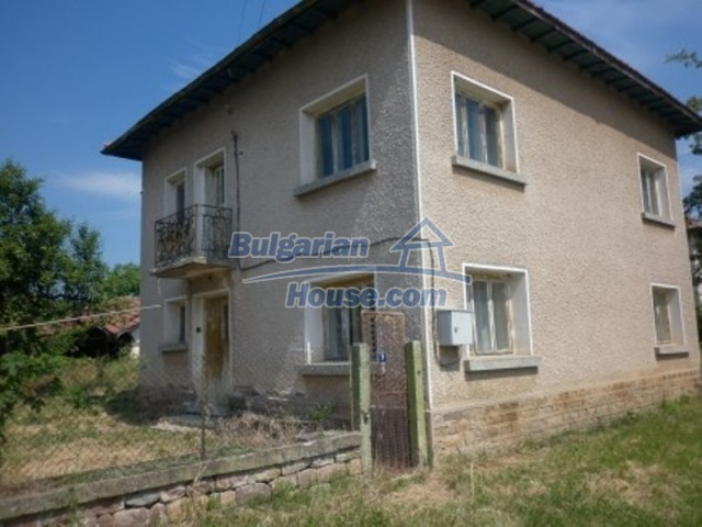 12105:1 - Well kept rural house with mountain view near Vratsa