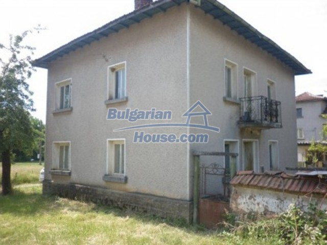 12105:4 - Well kept rural house with mountain view near Vratsa