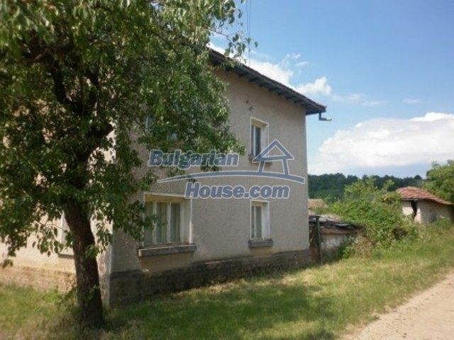 12105:5 - Well kept rural house with mountain view near Vratsa