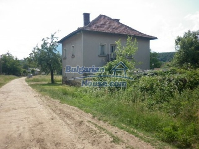 12105:6 - Well kept rural house with mountain view near Vratsa