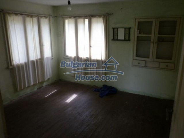 12105:10 - Well kept rural house with mountain view near Vratsa