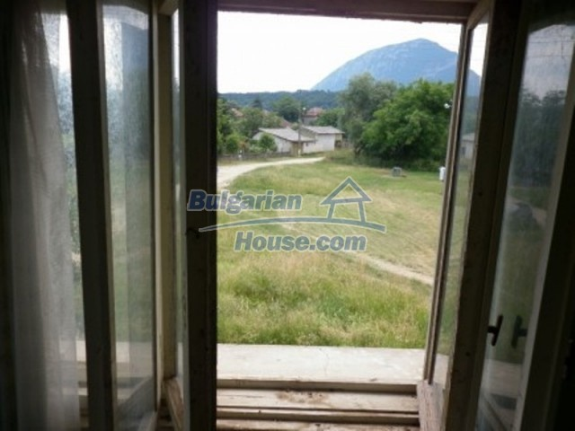 12105:11 - Well kept rural house with mountain view near Vratsa