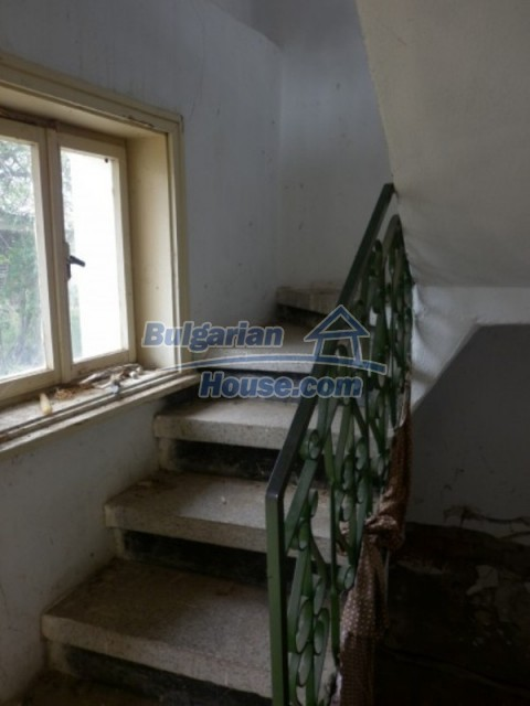 12105:21 - Well kept rural house with mountain view near Vratsa