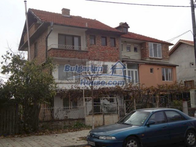 12108:1 - Well maintained three-storey house in Aheloy