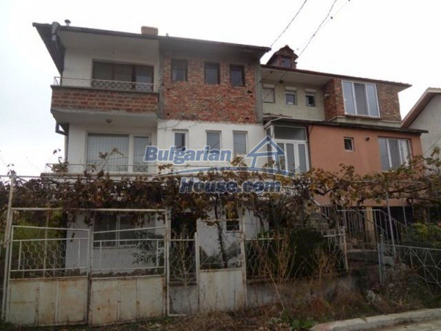 12108:2 - Well maintained three-storey house in Aheloy