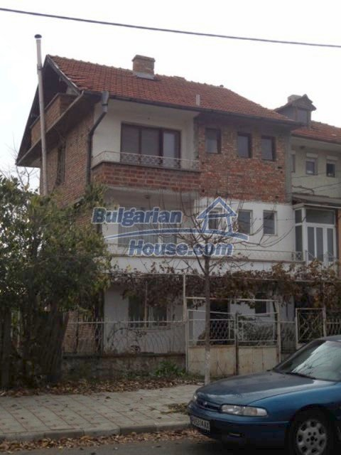 12108:20 - Well maintained three-storey house in Aheloy