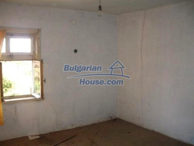 12110:7 - Extremely cheap rural house in beautiful area  - Elhovo region
