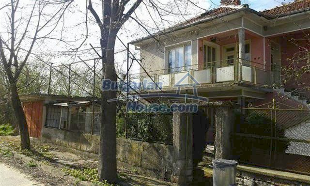 12114:2 - Spacious rural house with garden and two garages - Elhovo