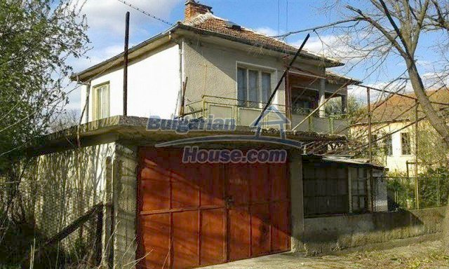 12114:3 - Spacious rural house with garden and two garages - Elhovo
