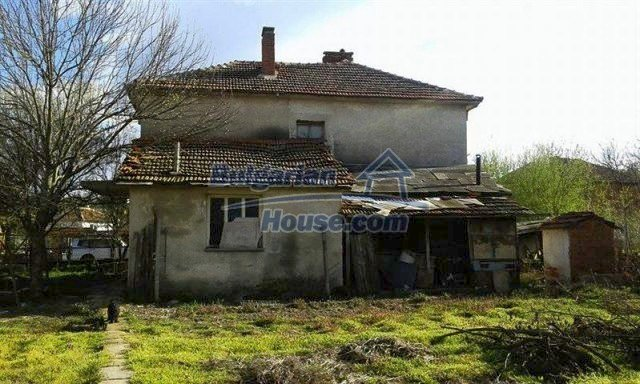 12114:4 - Spacious rural house with garden and two garages - Elhovo