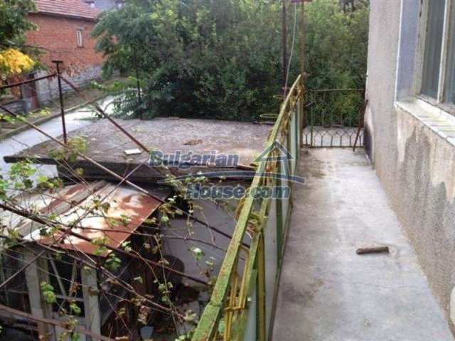12114:10 - Spacious rural house with garden and two garages - Elhovo