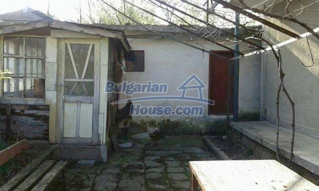 12114:14 - Spacious rural house with garden and two garages - Elhovo
