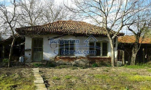 12114:15 - Spacious rural house with garden and two garages - Elhovo