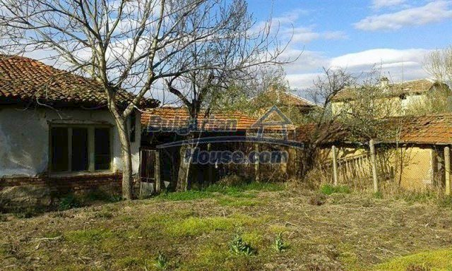12114:16 - Spacious rural house with garden and two garages - Elhovo