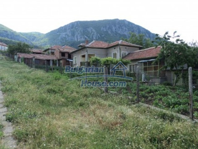 12118:1 - Bulgarian house in the mountains near Vratsa – fascinating views