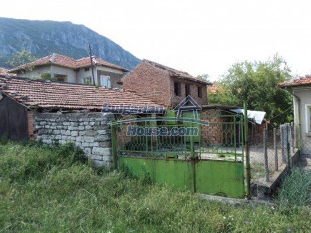 12118:11 - Bulgarian house in the mountains near Vratsa – fascinating views