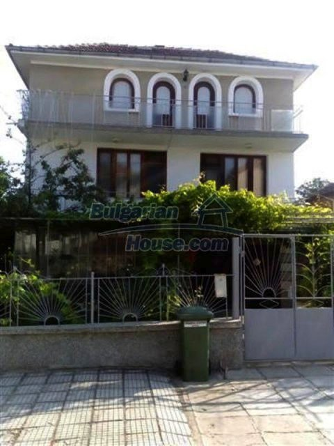 12135:1 - Spacious well presented Bulgarian house in Elhovo town