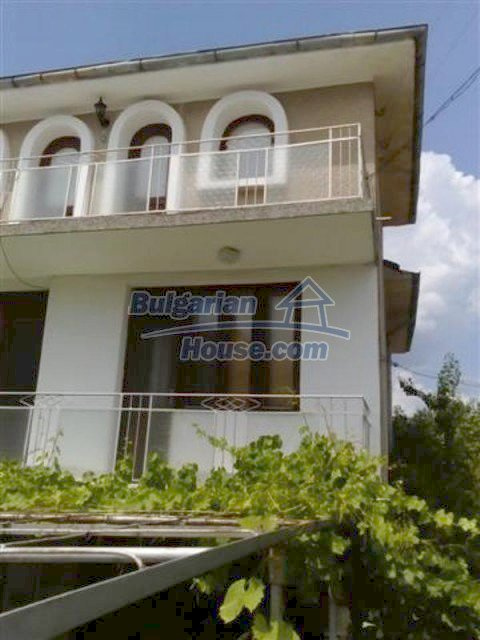 12135:3 - Spacious well presented Bulgarian house in Elhovo town