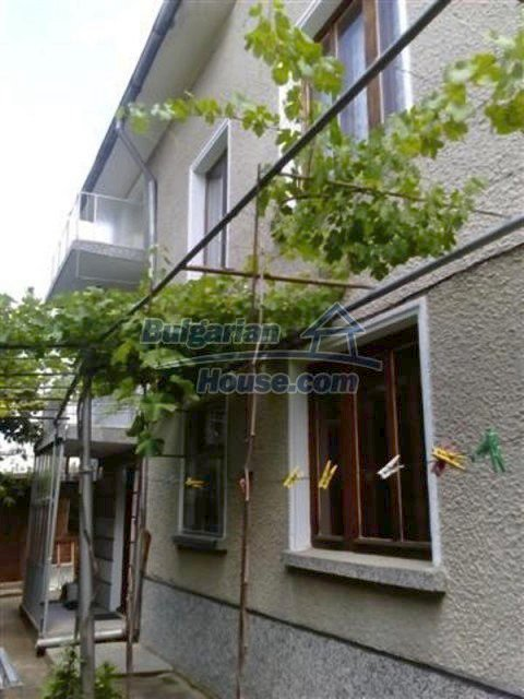 12135:4 - Spacious well presented Bulgarian house in Elhovo town
