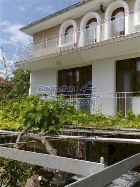 12135:5 - Spacious well presented Bulgarian house in Elhovo town