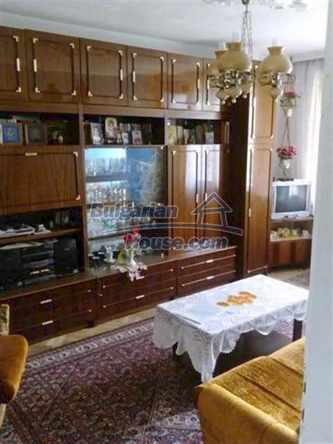 12135:18 - Spacious well presented Bulgarian house in Elhovo town