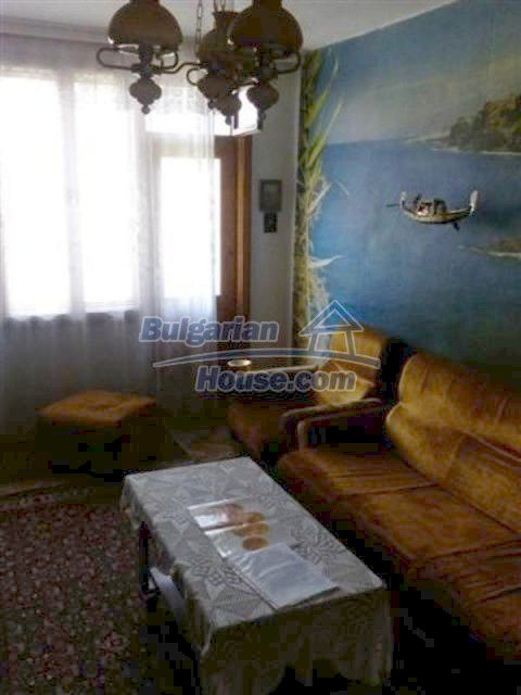 12135:19 - Spacious well presented Bulgarian house in Elhovo town