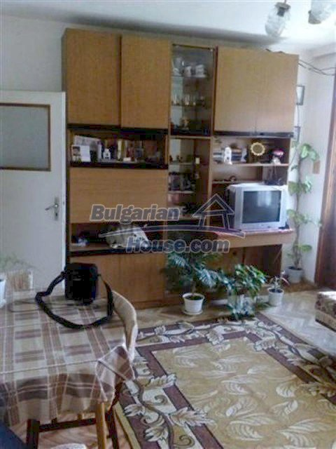 12135:20 - Spacious well presented Bulgarian house in Elhovo town