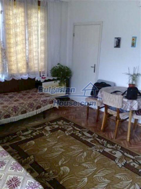 12135:21 - Spacious well presented Bulgarian house in Elhovo town