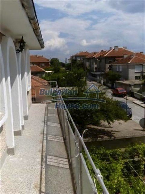 12135:22 - Spacious well presented Bulgarian house in Elhovo town
