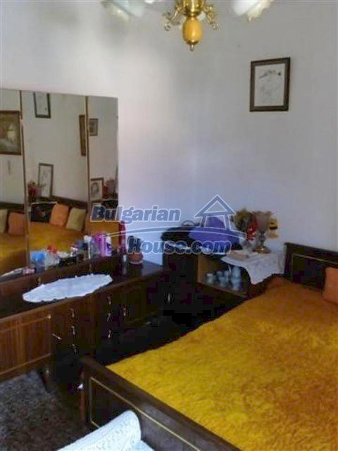 12135:27 - Spacious well presented Bulgarian house in Elhovo town