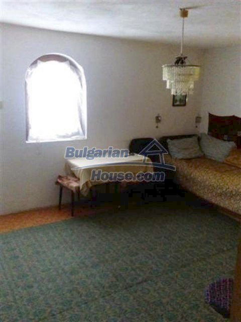 12135:28 - Spacious well presented Bulgarian house in Elhovo town