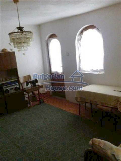 12135:29 - Spacious well presented Bulgarian house in Elhovo town