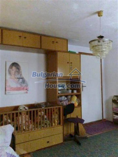 12135:30 - Spacious well presented Bulgarian house in Elhovo town